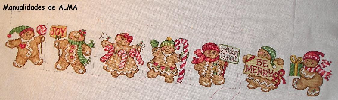 Segunda horneada de galletas navideñas punto de cruz